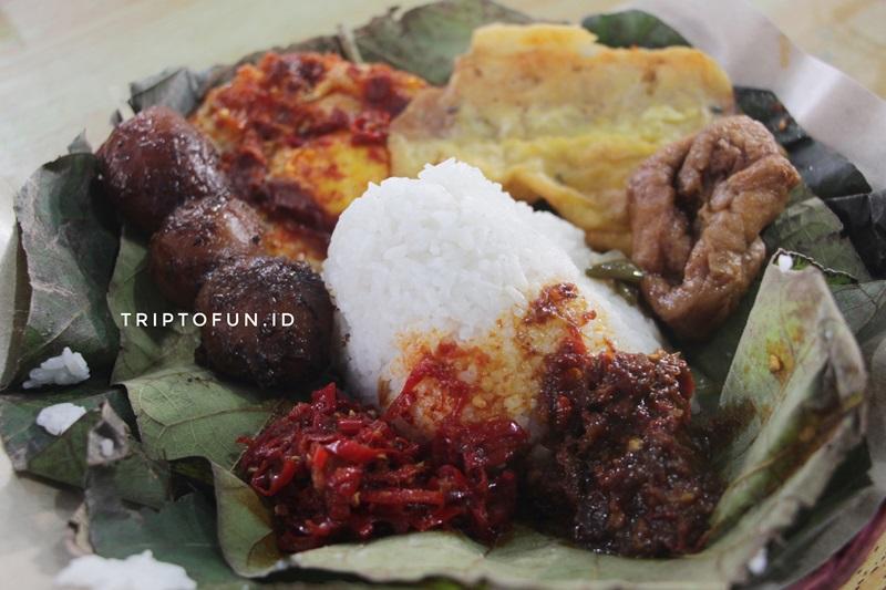wisata kuliner cirebon nasi jamblang ibad otoy