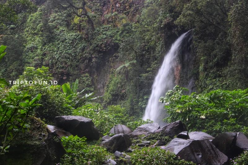 obyek wisata air terjun cibeureum