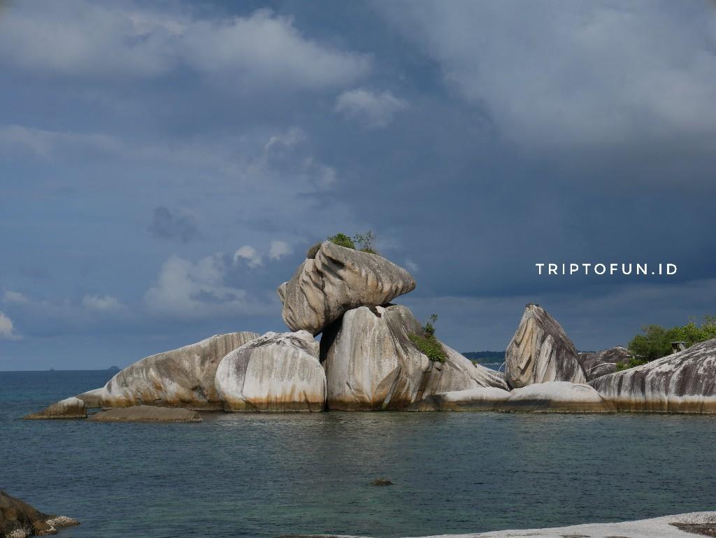 formasi batu garuda di Belitung