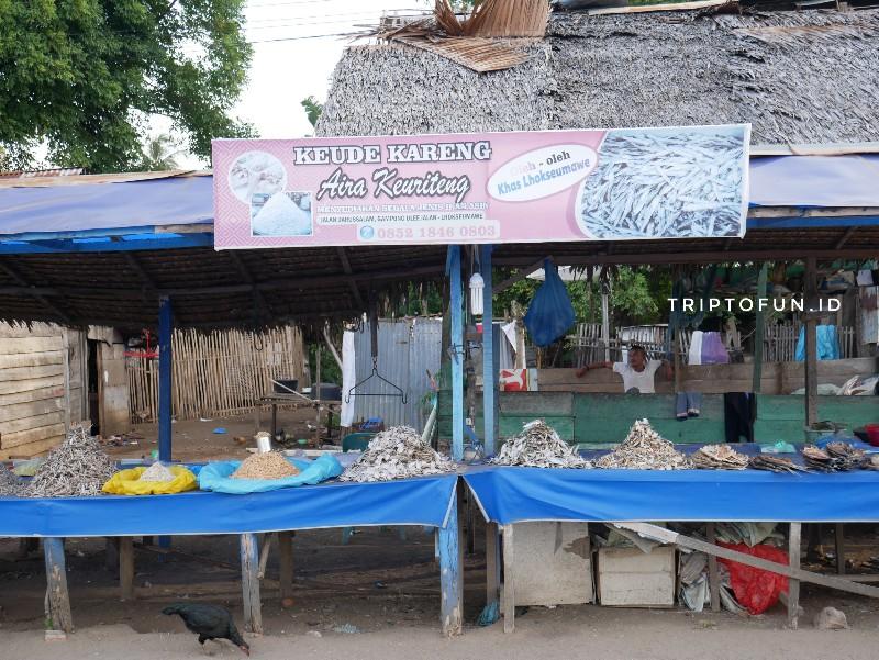 kedai ikan asin di ujong blang