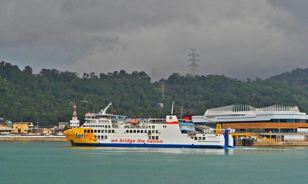 ferry eksekutif pelabuhan merak