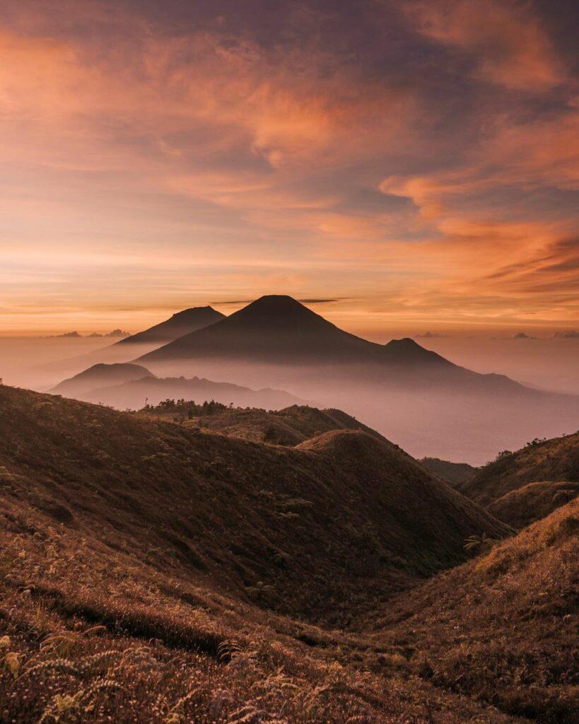 sunrise gunung prau