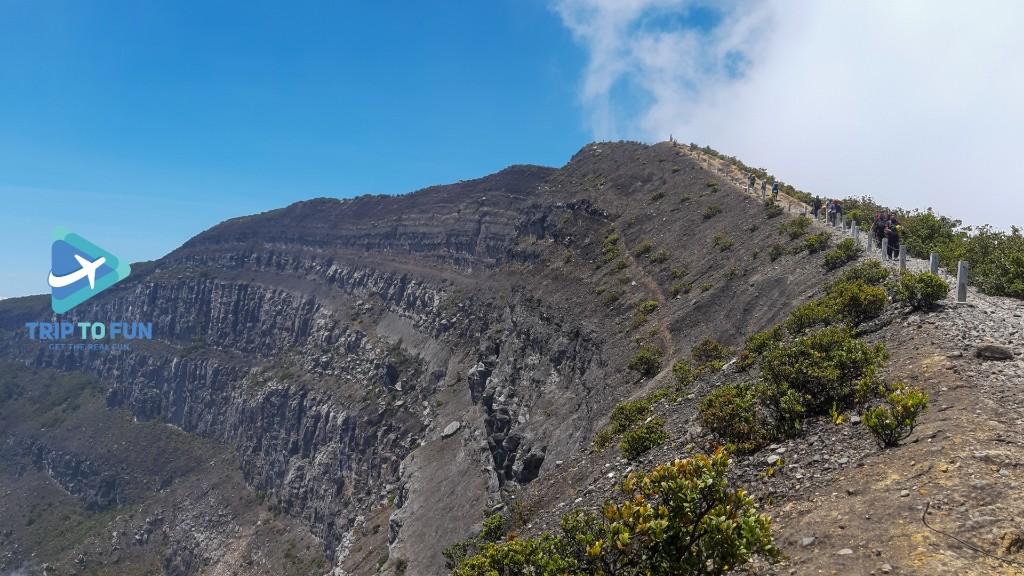 jalur tektok gunung gede